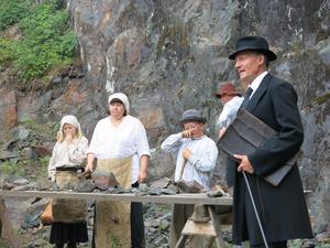 Under invigningen kommer Flogbergssällskapet (bilden) att dela ut ett hederspris och visa upp några scener ur sommaren Flogbergsspel som återigen drar igång. I år är det dessutom 100 år sedan gruvverksamheten lades ner.