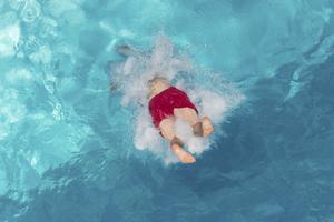 Alla aktiviteter i simhallen under torsdag kväll och fredag ställs in. Bilden är tagen i ett annat sammanhang. Foto: Sebastian Kahnert/TT/AP