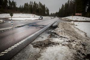 En trafikolycka inträffade under natten till Lördag på riksväg 50 i höjd med Skommartjärn. En person påträffades avliden och fordonet är taget till en teknisk undersökning.