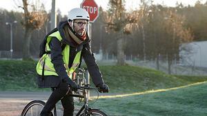 Stefan Larsson är ljuddesigner på Scania och med i projektet som tar fram den smarta cykelhjälmen.  Foto: Scania.
