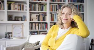 Åsa Wikforss, filosofiprofessor och akademiledamot, har blivit en symbol för kampen mot samtidens okunskap. Hon menar att en individ visst kan lära av en annan. Bild: Henrik Montgomery/TT