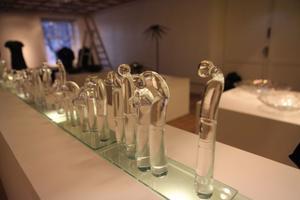 Konstsmeden Mattias Baudin och glasblåsaren Linda Baudins utställning mot Jantelagen,
