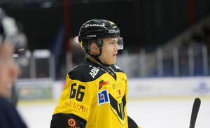 Alexander Nilsson Lindelöf under en av matcherna i Borlänge Ishall.