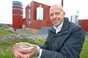 – Det här är jättekul! säger Falu energi och vattens vd Bengt Gustafsson om utmärkelsen, vars förtjänst han tillskriver sin personal. – Vi har otroligt härliga människor i bolaget som tänker annorlunda. Det är lite av en tävling inom bolaget att jobba med hållbar energi. Foto: Curt Kvicker