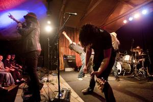 Hellsingland Underground bjöd på show under varje låt.