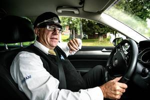 Han har upplevt en hel del under sina 25 år i taxijobbet. Christer Söderström har varit med om såväl att förlösa ett barn i bagageluckan som att rycka in och hjälpa veterinären på en bondgårdsbesök.
