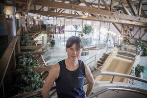 Mia Persson är simlärare, badmästare och relaxansvarig och har jobbat på storsjöbadet i 25 år.