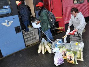 – Det finns inte ord för hur mycket elände vi har tvingats uppleva här i Bräcke på grund av bärplockarna, säger Röda Korsets Helena Fredriksson, som deltog vid bärplockarnas avfärd från Bräcke.Foto: Ingvar Ericsson