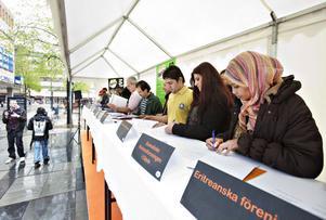 FÖR EN BÄTTRE INTEGRATION. Flera av Gävles invandrarföreningar skrev på måndagen under ett avtal om samverkan.
