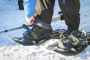 En kvinna gick med snöskor i Tandådalen när hon ramlade och skadade sig.