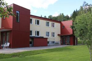 Efter kommunfullmäktiges välsignelse blir Nordanstigs Bostäder åter ägare. Idag är sju lägenheter på Bergsjövägen bebodda