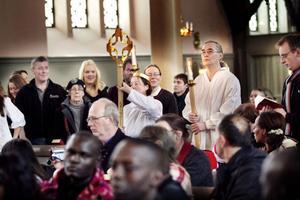 Processionen skänkte stämning till julspelet i Delsbo kyrka.