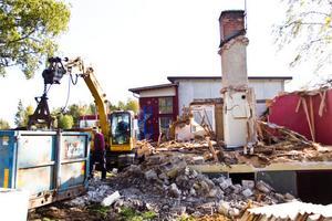 Redan i slutet av sommaren revs den gamla byggnaden för att göra plats för den nya.