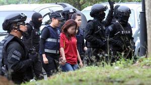 En av de misstänkta agenterna förs här till rättsalen i Malaysia tidigare i mars.