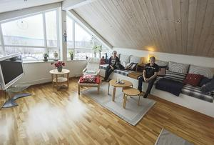 Extrarummet en trappa upp bjuder även det på en fin utsikt. Eva och Christer Ågren har bott i huset på Frösön i två år.