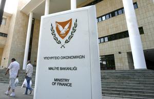 Krisland. Det delade Cypern tar över EU:s ordförandeskap just efter att eurolandet har ansökt om nödlån. Bilden visar finansdepartementet.