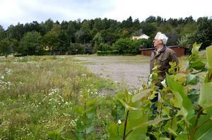Djungel. Olle Gröning tycker det ser riktigt illa ut på området längs Parkvägen där hyreshusen tidigare låg.