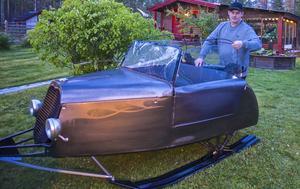 Cabriolettaket har Peter sytt själv, liksom sätena.   – Att cabba ner på våren i fjällen är en självklarhet, säger Peter Halvarsson.
