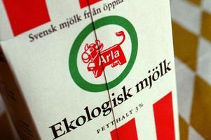 Arla har justerat ned priset på sin ekologiska mjölk och det kan ha bidragit till det senaste kvartalets ökade intresse från konsumentera.