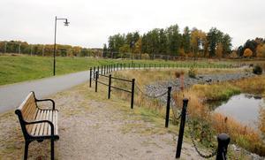 Intill å-promenaden vid Åbrinken ska ett nytt bostadsområde byggas. Den första november tas de första spadtagen.