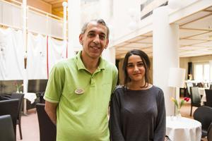 Samir Abo Chahin som driver Via Ljusdal arrangerar kursen. Saba Telfah, vän till familjen, hjälper till med svenskan under kursen.