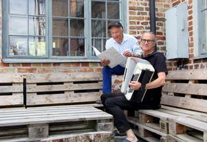 Robert Sjöblom och Sven Fredriksson har tagit fram musiken till föreställningen tillsammans.