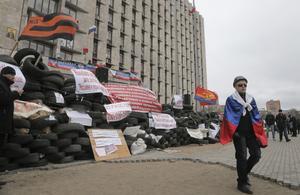 Östlig oro. Proryska aktivister ockuperar byggnader och ställer till bråk i östra Ukraina. Foto: AP /TT