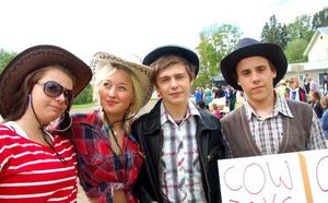 Amanda Abrahamsson, Minna Olsén, Dennis Berglin och Rasmus Hörnfeldt valde att klä ut sig till cowboys.