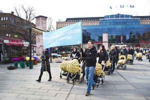 Mellan Stortorget och Kulturhus Lätting vandrade demonstrationståget.