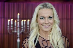 Malena Ernman får en SAIK-mössa levererad under dagen. Men den kommer antagligen inte att synas under tv-sändningen av tolvslaget i SVT.