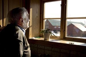 Erik Eriksson på sin gård i Örberga där han har verkat ett helt liv.
