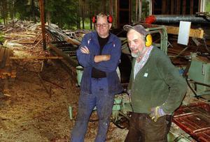 Östen Wallström, till vänster, sågar helst sitt virke hos Fanbyns sågverksdisponent Sören Winroth.Foto: Ingvar Ericsson