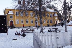 Tallbackens friskola i Ljusdal gav 80 procent av sina avgångselever ett högre betyg i matematik än vad de nationella proven indikerade att de förtjänade.