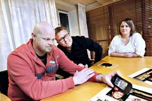 """Trion som startat ett sensationellt samarbete. Ronny och Therése Sahlström från Storvik träffades för nio år sedan, dansade till """"Se på mig"""" och sedan dess har Jan Johansen (i mitten) varit deras favorit."""