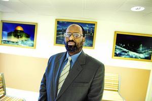 Islamismen som förre riksdagsledamoten Abdirisak Waberi (M) torgfört tas upp i en ny översikt av Myndigheten för samhällsskydd och beredskap.