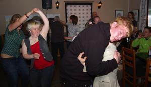 Olika. Precis som på vilket dansgolv som helst varierade stilarna väldigt mycket då Kulturfestival 2007 avslutade på Dalgatan 118 på fredagskvällen.