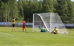 Ytterhogdal hade lekstuga mot Hille. Här har Sheiden Rodgers gjort 3-0 efter och gästerna föll ihop.