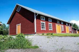 Carina och Carl-Åke Broström får hedersomnämnande för sin förrådsbyggnad.