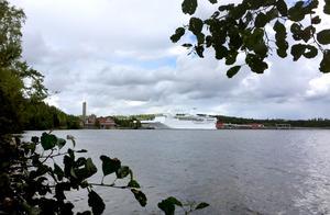 Kryssningsfartyget Ocean gala ligger förtöjd i Utansjö hamn.
