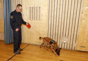 Martti Källmalm och hunden Dennis.