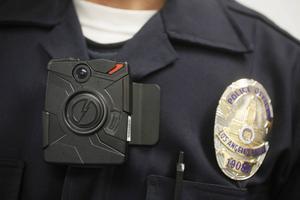 I USA används ofta så kallade body cameras för att dokumentera det som sker ute i fält.