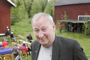 Lennart Östergård är ingen medelpading utan uppväxt i Bjuråker socken.. Han och frun hade åkt ner från Ljusdal och han tyckte det var väl värt resan.