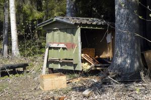 Här, hos Lennart Lindberg i Lynäs, Bergvik, hittade björnen honung.