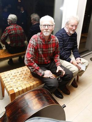 Sten Björkenstam och Reijo Göthe säger att de är på plats för att spisa musik. De besöker evenemanget varje år. – Man träffar sina gamla skolkamrater här varje år, säger de.