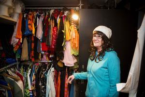 Den största samlingen består av all sköns maskeradkläder.