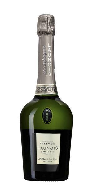 Launois Vintage Blanc de Blancs Brut 2009      Artikelnummer: 7329   Från: Champagne, Frankrike   Pris: 349 kr (75 cl)   Med benämningen Blanc de Blancs betyder det att man bara får använda sig av chardonnaydruvan vid tillverkningen, vilken är en av de tre tillåtna druvorna i Champagne. De övriga två tillåtna druvorna är pinot noir och pinot meunier. Vinet är torrt med komplex smak av mineralitet, jästtoner, gråpäron, mandel, citrus och grape, bra fruktsyra och fin balans mellan smakerna.