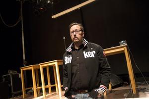 """Besviken. """"Hur illa det är? Jag vet inte var jag ska få 100 000 att täcka upp för föreningen Musikens hus"""", säger Björn Carlsson, besviken över att upplägget med att en förening ska säkra livemusiken i Västerås verkar ha misslyckats."""