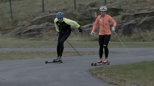 Charlotte Kalla har avverkat många varv på rullskidbanan på Hallstaberget under de senaste dagarna. Här vässar hon formen inför säsongen där VM i Falun är det stora målet.