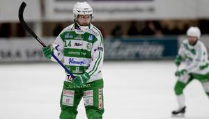Patrik Sjöström skjuter sanslöst hårt på fasta situationer.