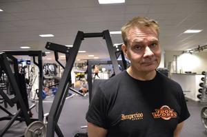 Det är aldrig för sent att börja träna, tvärtom, menar Kenneth Andersson som leder pensionärsgrupperna på Iron Works.